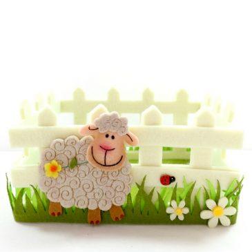 Cos decorativ de Primavara cu oita Happy Sheep