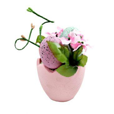 Ghiveci decorativ cu flori si oua de Paste