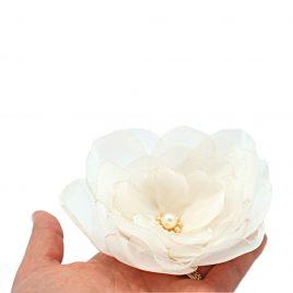 Martisor brosa handmade Bujor alb cu margelute
