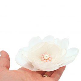 Martisor brosa handmade Bujor cu margelute roz